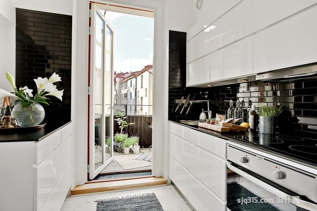61平米北欧风loft公寓 优雅的螺旋楼梯让空间更具特色_设计圈
