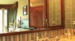 """浴室挂镜也能是""""门面担当""""?"""