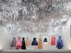 Dior 70周年纪念展 ——迷人的纸花园