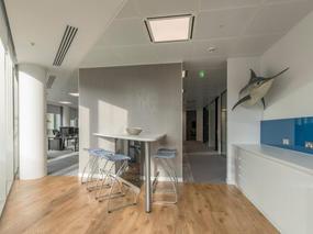 证券公司办公室装修设计 - 展现市场