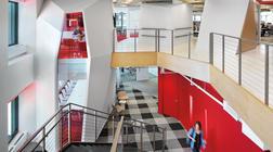 打破障碍的办公室装修设计 - 贯穿的红色