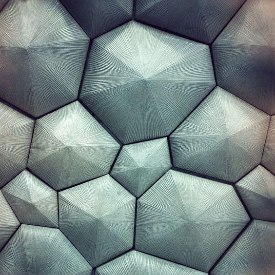 【立东建模图文】五边形凹凸形状造型墙